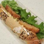 シロクマベーカリー - えびぷりタルタルドッグ 210円