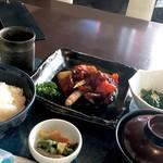 源喜屋 - ランチ:白金豚黒酢酢豚定食 ¥880