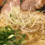 和久井 - 極煮干しそば黒 ズーム