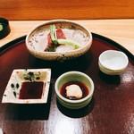 日本料理 太月 - お造り 本鮪(大間)、かわはぎ、青味大根 紫蘇 紫蘇穂 肝醤油 醤油2016年12月
