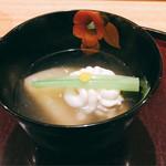 日本料理 太月 - お椀 鱈白子 丸大根 蕪葉 柚子丸 うす葛仕立て2016年12月
