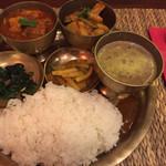 ネパール料理バルピパル - ダルバート2種類 1000円
