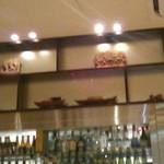 バンコクキッチン - [内観] 店内 カウンター上 飾り棚