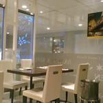 バンコクキッチン - [内観] 店内 テーブル席 ②