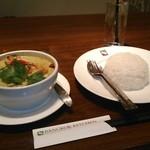 バンコクキッチン - [料理] 海老とアボガドのグリーンカレー & タイ香り米 全景♪w