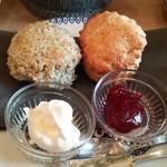 小さな紅茶屋さん crann - この日のスコーンはプレーンとアールグレイ