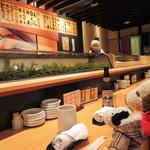 鮨処 源平 - こちらは『鮨処 源平』です。 近江町市場にはお寿司や海鮮丼が頂けるお店が いっぱいあるんだよ。 今日は朝からずっと歩きっぱなしだったので 疲れちゃったね~