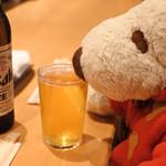 鮨処 源平 - ぷは~っ、疲れたときはビールが一番だねぇ。 つぬっこちゃん、至福のひととき・・・