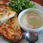 ガーデンハウス レストラン - 自家製酵母カンパーニュのチーズトーストと白菜と大根のポタージュスープ