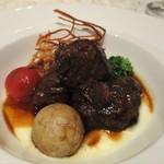 59662293 - 牛肉のマデラ酒煮込み。