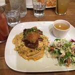 デイズ カリフォルニア カフェ - 料理写真:「おろしステーキオムライス」の「オススメランチセット」(税抜1,220円)