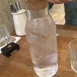 デイズ カリフォルニア カフェ - 水