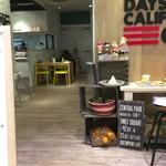 デイズ カリフォルニア カフェ - 店内