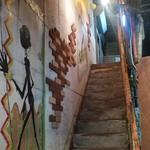 Ethnic BANANA - 建物の横の階段を登って2階に入口があります