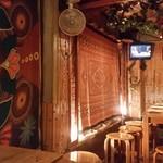 Ethnic BANANA - 店内の奥の方のテーブル席