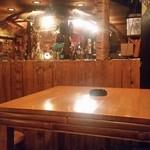 Ethnic BANANA - ちょっとした半個室ムードのテーブル席
