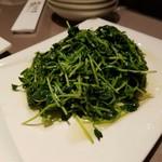 金香楼 - 豆苗の炒め(¥1,280−)