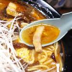 蒲田いっ家 - 酢が豚骨の重さを軽減し、想像以上にマイルドなスープへと昇華している!