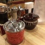 熟成とんこつラーメン専門 一番軒 - テーブル周り