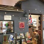 ケイズガーデンカフェ - 売店が前の英国調外観です