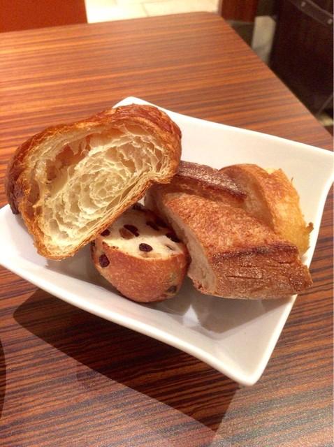 メゾン・カイザー・カフェ COREDO日本橋店 - パンは食べ放題です
