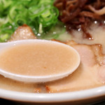 博多新風ラーメン食堂 - あっさりマイルドな豚骨スープ