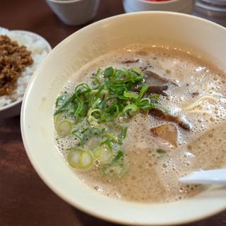 幸心堂 - 料理写真:「そぼろランチ」(700円)。ノーマルな博多豚骨とそぼろご飯のセット。