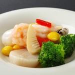 48.3種海鮮と季節野菜の塩炒め