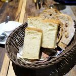 +ruli-ro - フォカッチャ ライ麦とクルミとレーズンのパン