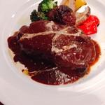 ヴァカンツァ - 牛ホホ肉の赤ワイン煮込み