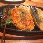 59679210 - 三種盛り合わせ週替わりランチは、よもぎの生麩田楽、つくね、鯖の味噌焼き