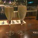炭火焼とワインの酒場 VOLTA - スパークリングワインで乾杯