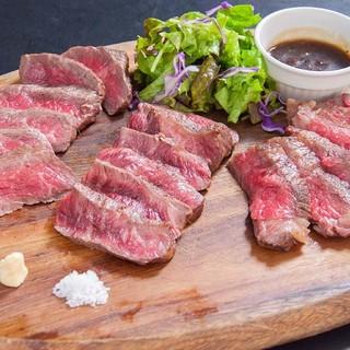 こだわりぬいた肉料理が自慢!熟成肉、ステーキ、各部位あります