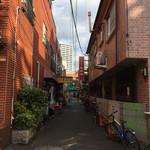 東珍味 - 中華街はこういう狭い路地裏の店が面白い