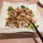 quan - 前菜3〜ゆで豚肉にポン酢風なものがかかっていました