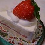 59693706 - 苺のショートケーキ422円