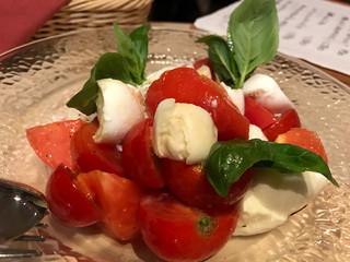 トラットリア・イタリア 品川店 - 甘いトマトとフレッシュバジルと水牛のモッツァレラ♥︎お気に入りー♥︎