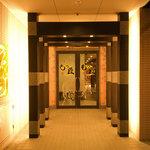 水炊き風もつ鍋 もつ彦 - ヨーロッパ通りのコンフォートホテルの地下1Fに降りていくと真正面に出てきます
