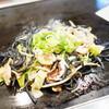 布施風月 - 料理写真:竹炭ブラック塩焼きそば
