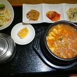 韓国家庭料理 韓菜 - スンドゥブチゲ定食