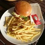 サザンビーチカフェ - チェダーチーズフライドチキンバーガー