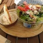 サザンビーチカフェ - いつも通りのサラダ。ポテサラうんめえ
