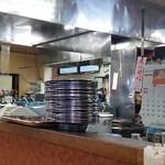 まるみ食堂 - 調理場…灰皿は多くても困らない?