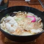 まるみ食堂 - 鍋焼きうどんは900円です