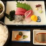 相撲茶屋ちゃんこ 龍ケ浜 - 龍ケ浜定食 ちゃんこ+お刺身定食です1600円税込み 本日のちゃんこ以外の刺身定食部分