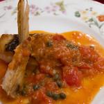 ラ・コメータ - スズキのソテー、ケッパーとフレッシュトマトのソース