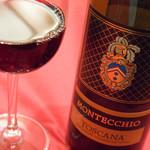 ラ・コメータ - グラスで赤ワイン