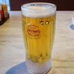 ステーキハウス88 - オリオンビール生 中ジョッキ 648円。
