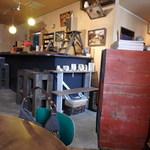 りむカフェ - 店内~アクセサリーを売っています
