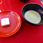 59709578 - 抹茶と干菓子